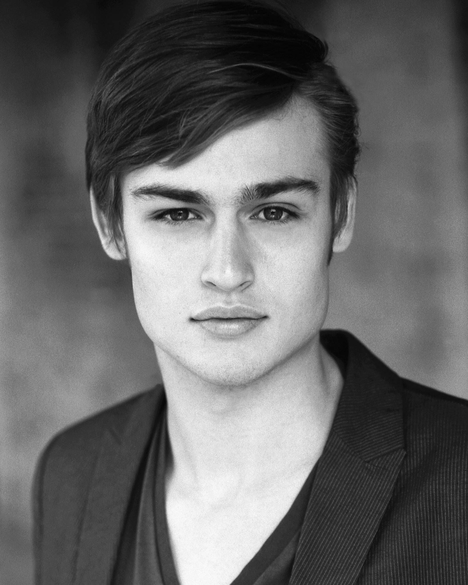 Douglas Booth - photos...
