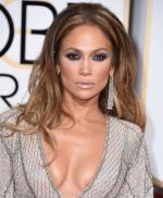 Jennifer Lopez's yet another sexy look for American Idol