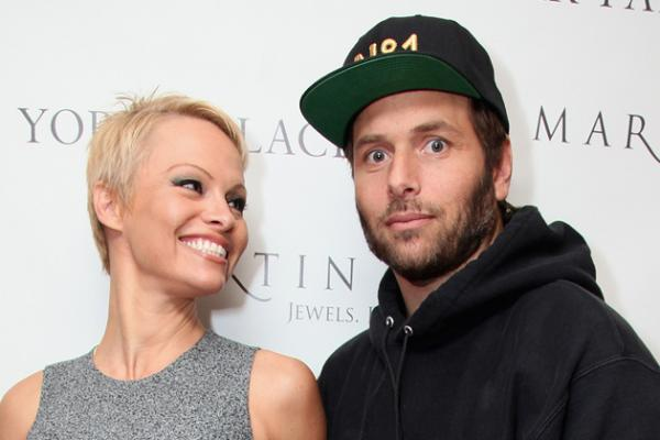 Pam Anderson Scores $1 Mil after settlement for Divorce with Rick Salomon
